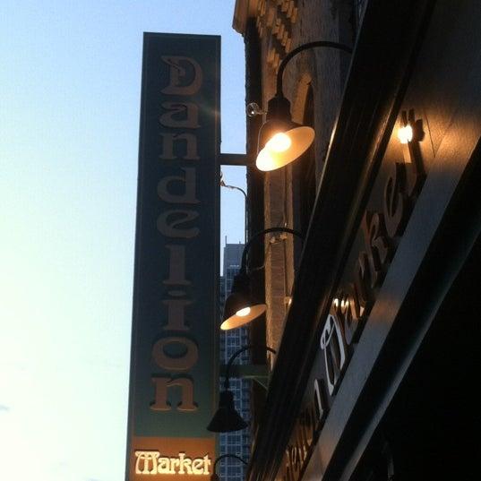 3/21/2012 tarihinde Jeff M.ziyaretçi tarafından Dandelion Market'de çekilen fotoğraf