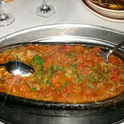 Das Foto wurde bei Taci's Beyti Restaurant von Rick T. am 7/13/2012 aufgenommen