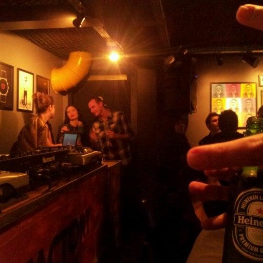 8/11/2012 tarihinde André M.ziyaretçi tarafından Factory Coffee Bar'de çekilen fotoğraf