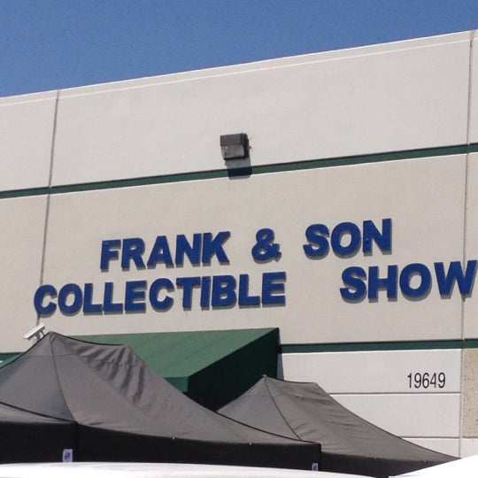 Foto scattata a Frank & Son Collectible Show da Veronica L. il 8/25/2012