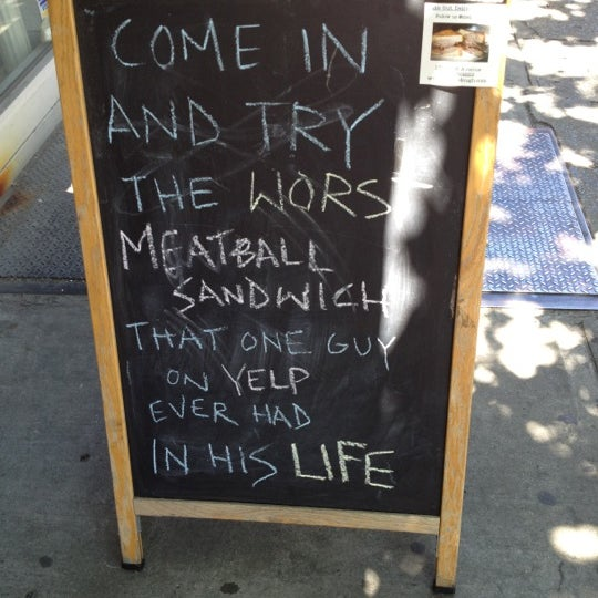 Foto tirada no(a) JoeDough Sandwich Shop por Don S. em 5/20/2012
