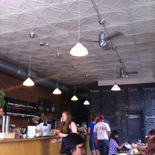 Foto diambil di Communitea oleh Jessica L. pada 8/22/2012