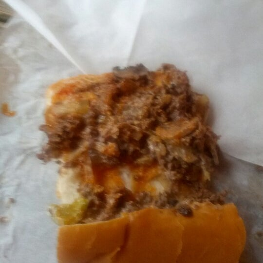 Foto scattata a Woody's Famous CheeseSteaks da Ryan H. il 8/29/2012