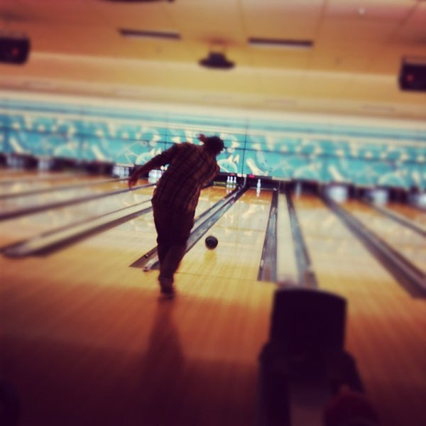 รูปภาพถ่ายที่ Park Tavern Bowling & Entertainment โดย Emma V. เมื่อ 2/15/2012