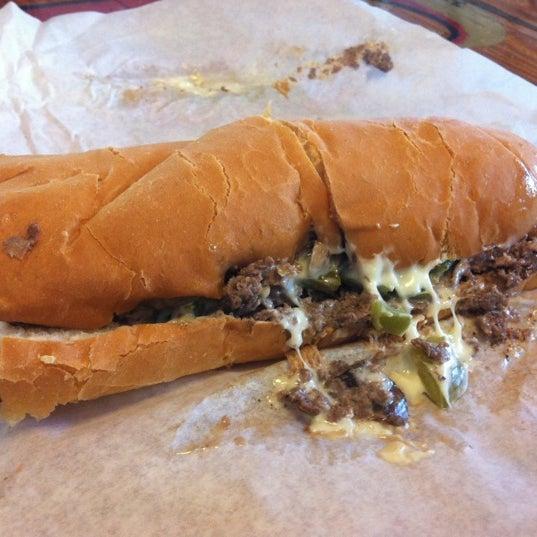 Foto scattata a Woody's Famous CheeseSteaks da Paul R. il 4/23/2012