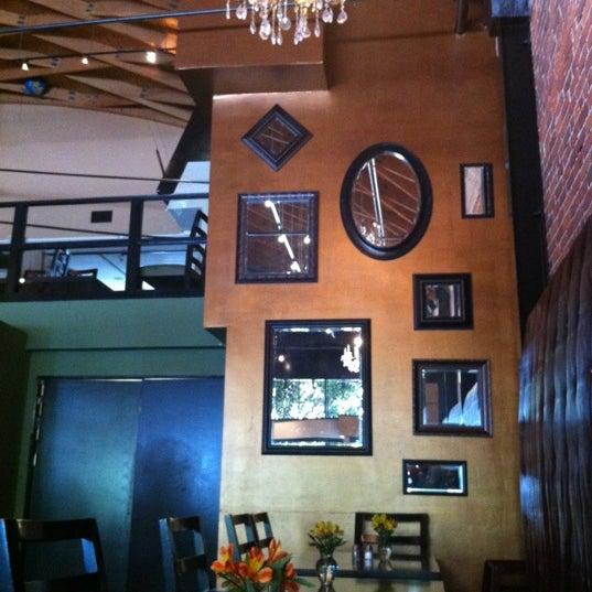 Foto diambil di The Glendon Bar & Kitchen oleh Louis T. pada 9/4/2012