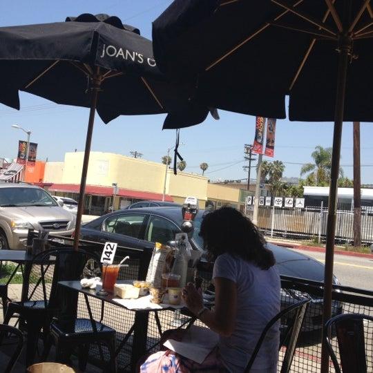 Photo prise au Joan's on Third par Steve M. le5/16/2012