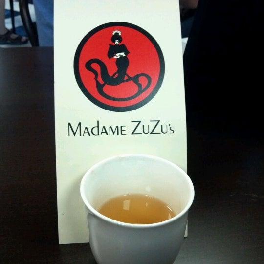 Foto scattata a Madame Zuzu's Tea House da Renee K. il 9/13/2012