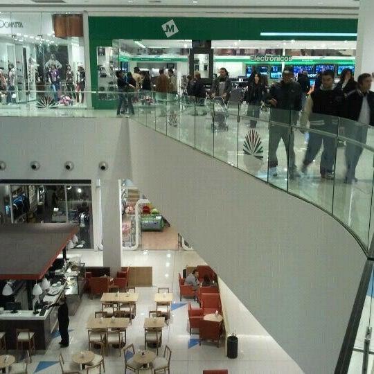 Foto tirada no(a) Costa Urbana Shopping por Gonza em 4/29/2012