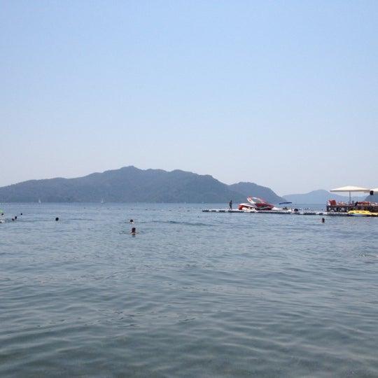 รูปภาพถ่ายที่ Vamos Beach โดย Masha V. เมื่อ 7/24/2012