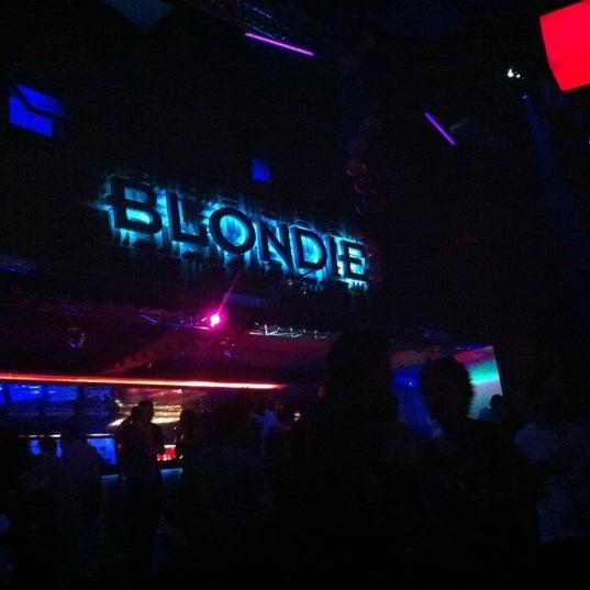รูปภาพถ่ายที่ BLONDIE โดย Carlos C. เมื่อ 2/12/2012