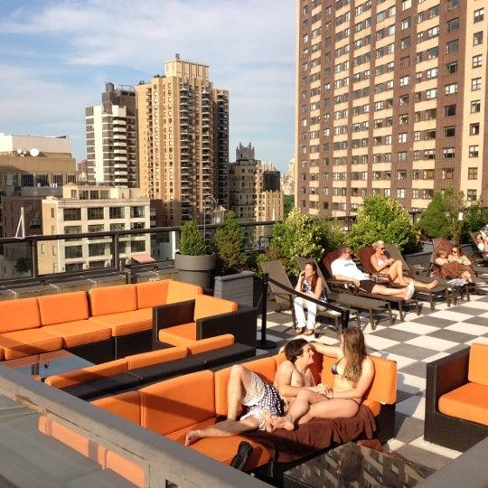 Снимок сделан в The Empire Hotel Rooftop пользователем sandra s. 7/11/2012