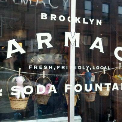 Photo prise au Brooklyn Farmacy & Soda Fountain par Jon-Jon M. le3/18/2012