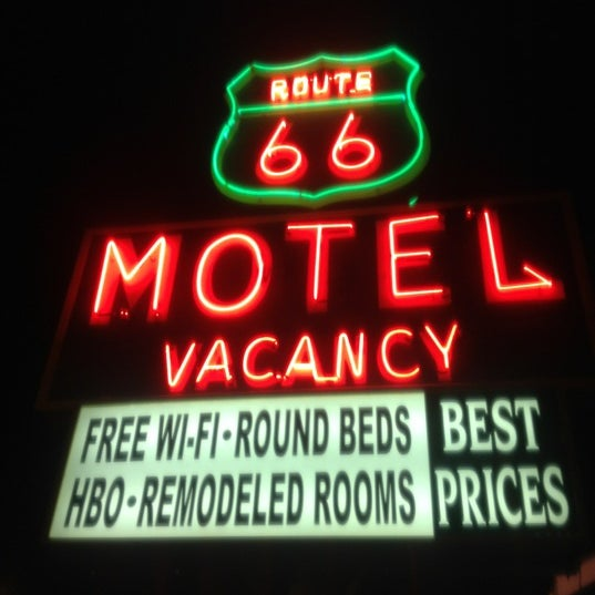 Foto diambil di Route 66 Motel oleh Jair M. pada 4/18/2012