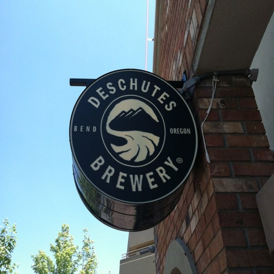 Снимок сделан в Deschutes Brewery Bend Public House пользователем Tommy M. 7/6/2012