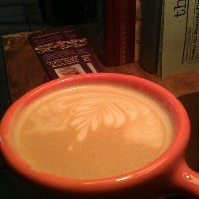 Foto tomada en Ipsento Coffee House por Molly M. el 2/6/2012