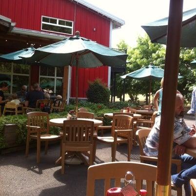 รูปภาพถ่ายที่ Bob's Red Mill Whole Grain Store โดย Matthew B. เมื่อ 8/20/2012