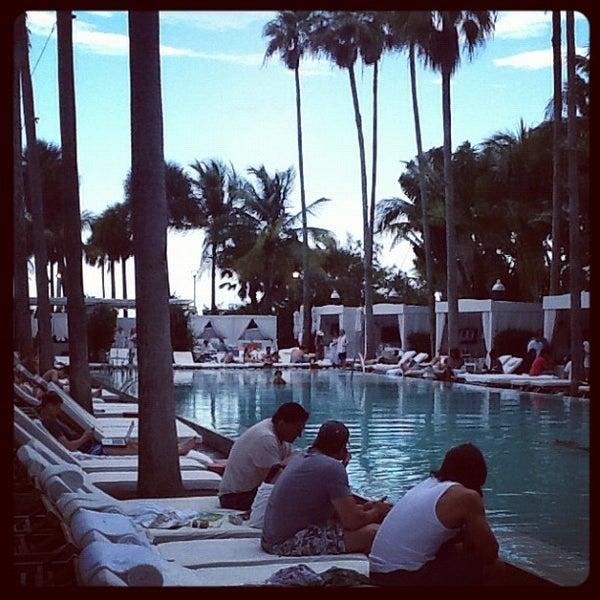 Photo prise au Delano Beach Club par Diego N. le5/28/2012