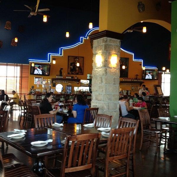 Das Foto wurde bei Mi Pueblito Restaurant Bar & Grill von Bob T. am 4/5/2012 aufgenommen