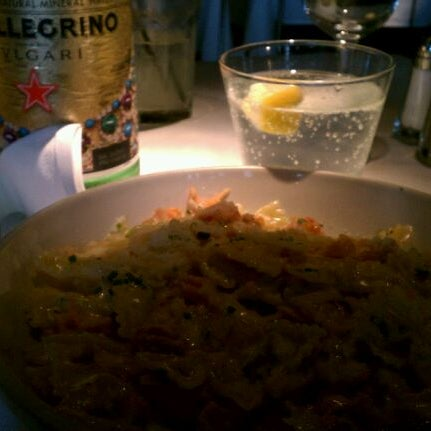Foto diambil di Vivo Restaurant oleh Cheyenne M. pada 3/12/2012