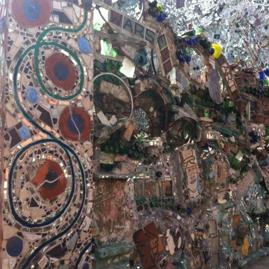Foto scattata a Philadelphia's Magic Gardens da Ana C. il 3/15/2012