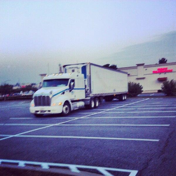 7/18/2012 tarihinde Anthony H.ziyaretçi tarafından Walmart'de çekilen fotoğraf
