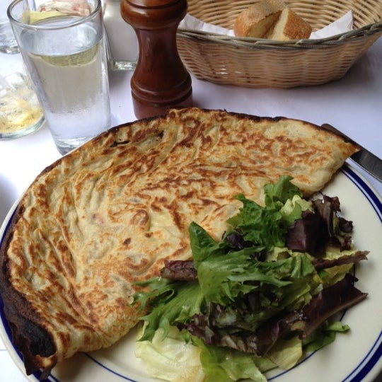 Foto tirada no(a) La Bonne Soupe por Andrew L. em 7/21/2012