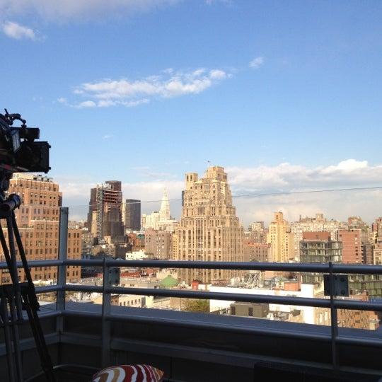 Foto scattata a Plunge Rooftop Bar & Lounge da Raymozak il 4/25/2012
