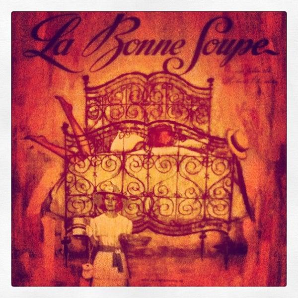 Снимок сделан в La Bonne Soupe пользователем Mara P. 8/24/2012