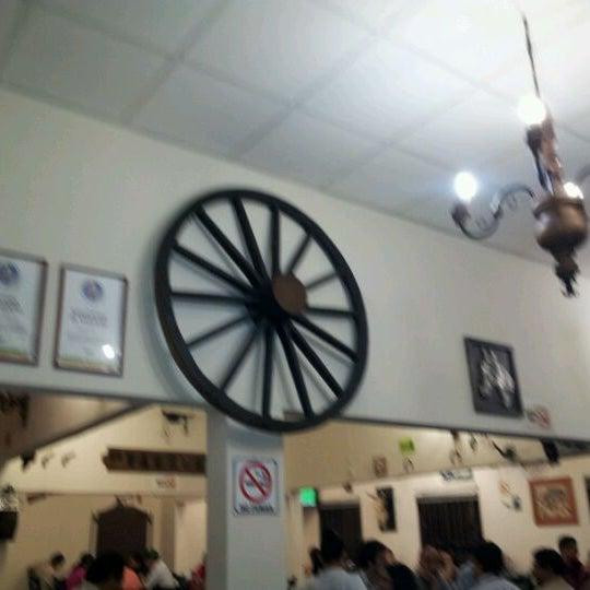 Foto tomada en OV Vaquero Restaurante y Taquería por Mardonio roberto V. el 4/27/2012