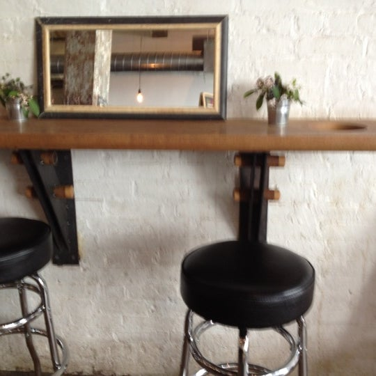 Das Foto wurde bei Brooklyn Roasting Company von Meryl C. am 6/1/2012 aufgenommen