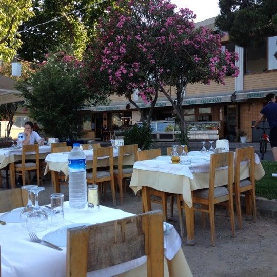 Foto tirada no(a) Yasemin Restaurant por Ipek U. em 6/23/2012