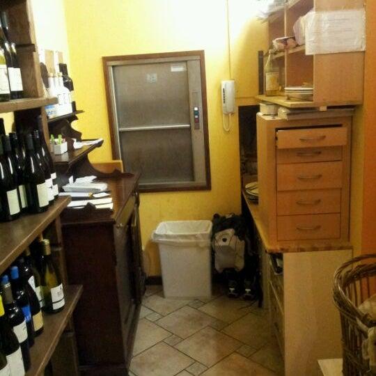Foto scattata a Enoteca Don Abbondio da Lorenzo U. il 2/4/2012
