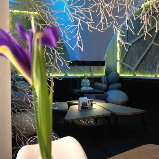 Снимок сделан в Cafe Studio 89,5fm пользователем Alina P. 4/17/2012