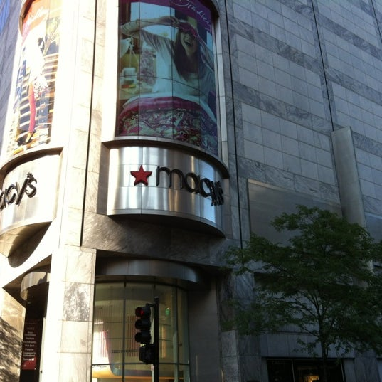 Macys Outlet Chicago: Streeterville