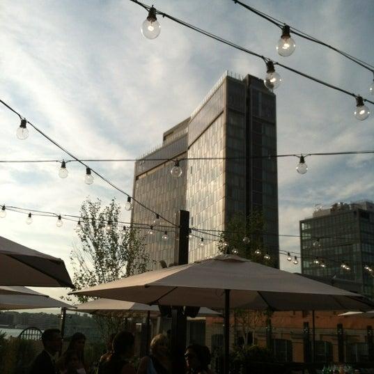 Das Foto wurde bei STK Rooftop von Kate am 7/10/2012 aufgenommen