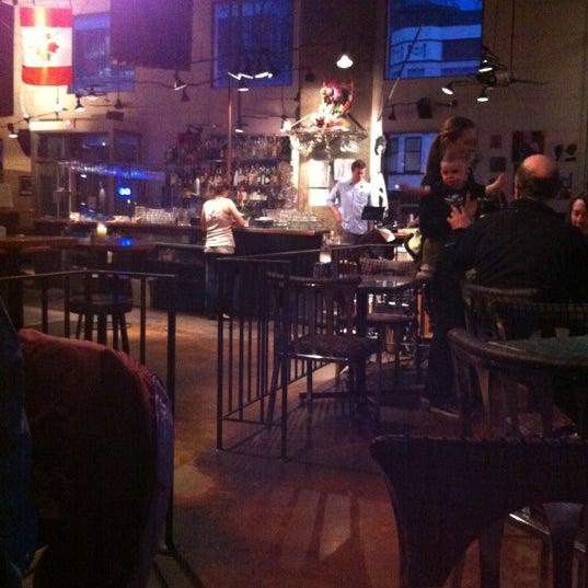 Foto diambil di Subeez Cafe Restaurant Bar oleh John V. pada 3/19/2012