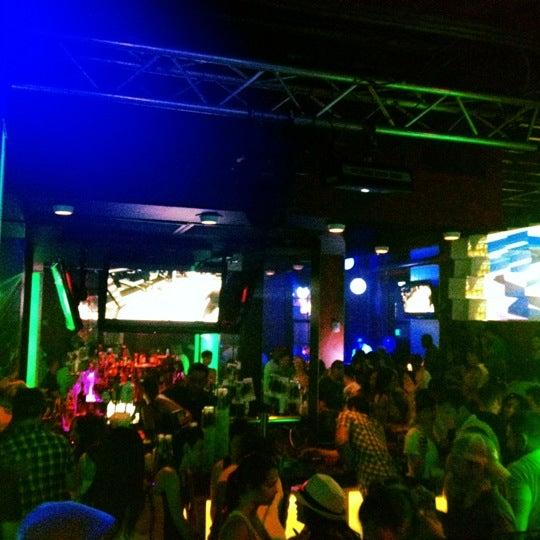 Foto tomada en Bourbon Heat por Brooks D. el 4/16/2012