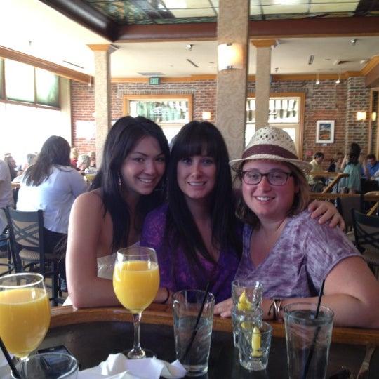 Photo prise au The Lobby par Jill N. le4/8/2012