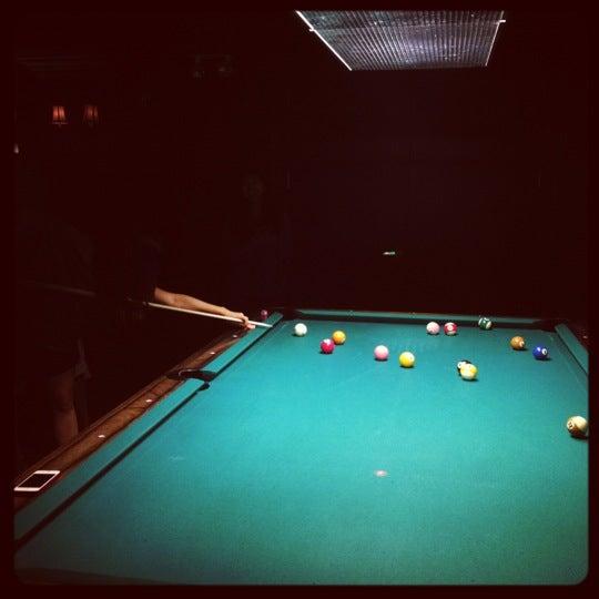 Foto tomada en Society Billiards + Bar por Liz C. el 7/27/2012