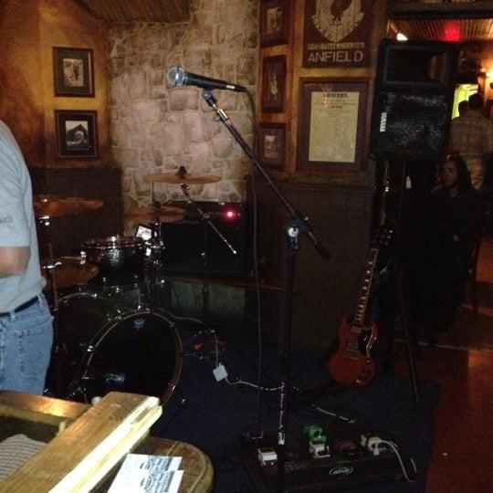 Foto tirada no(a) Tigin Irish Pub por Eric S. em 5/19/2012