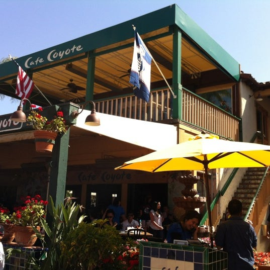 รูปภาพถ่ายที่ Cafe Coyote โดย Dan G. เมื่อ 4/28/2012