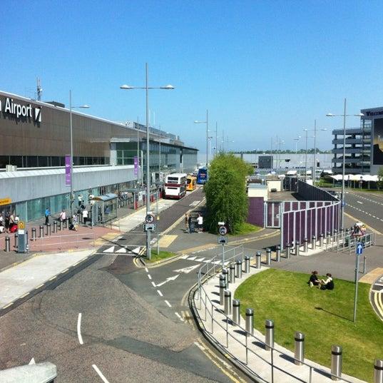 Das Foto wurde bei Edinburgh Airport (EDI) von Dennis B. am 5/28/2012 aufgenommen