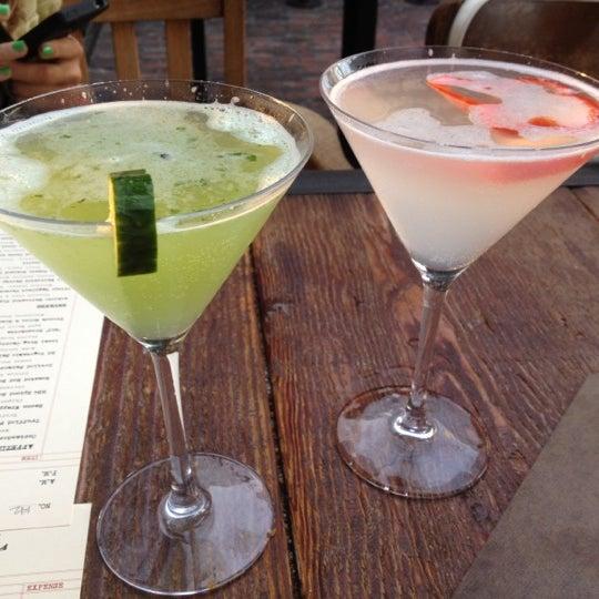 Foto tirada no(a) Bankers Hill Bar & Restaurant por Lesley K. em 7/26/2012