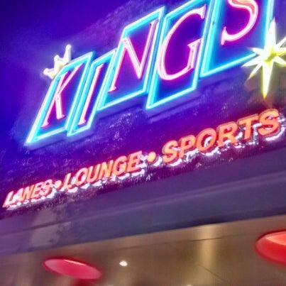 Снимок сделан в Kings Dining & Entertainment пользователем Brian S. 7/24/2012