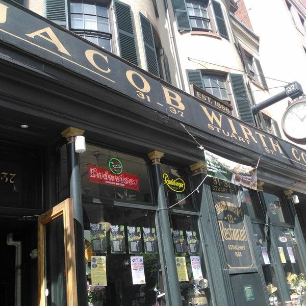 Foto tirada no(a) Jacob Wirth Restaurant por Caroline S. em 5/23/2012