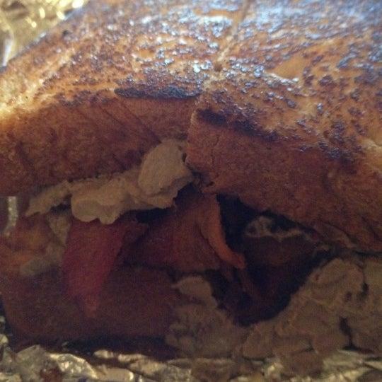 Foto tirada no(a) JoeDough Sandwich Shop por jenean c. em 3/21/2012
