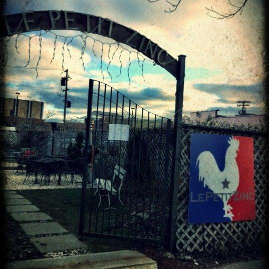 Foto scattata a Le Petit Zinc da Seoung il 2/18/2012