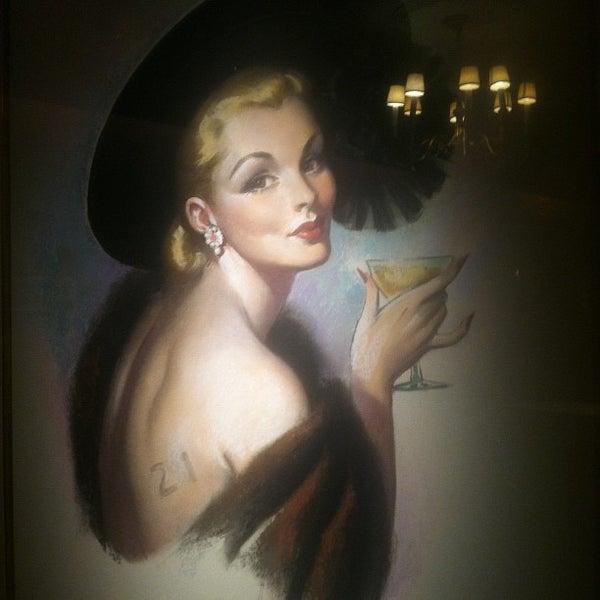 3/6/2012 tarihinde Roxy N.ziyaretçi tarafından 21 Club'de çekilen fotoğraf