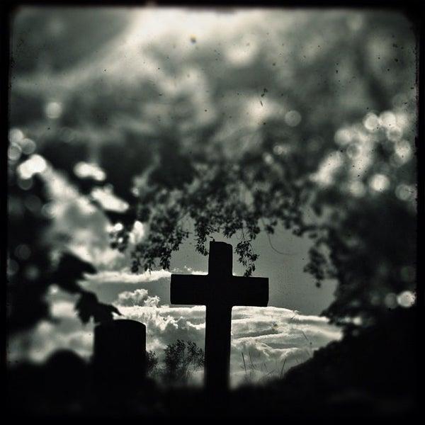 Foto tomada en Green-Wood Cemetery por Kristina H. el 5/11/2012